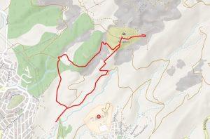 Χάρτης - Ανάβαση στο λατομείο πάνω από τη σπηλιά Νταβέλη και κατάβαση από το αρχαίο μονοπατι λιθαγωγίας. Αρχή από το τλεος της οδού περικλέους. Ανηφορική διαδρομή με μεγάλη κλίση σε κάποια σημεία. Ωραία θέα προς παλαιά και Νέα Πεντέλη, αλλά μεγάλου τμήματος του Λεκανοπεδίου. Στην κατάβαση προσοχή στην είσοδο του αρχαίου μονοπατιού η οποία βρίσκεται 25 μέτρα μετά το τέλος του μαρμαρόστρωτου τμήματος που κατεβαίνει από τη σπηλιά.